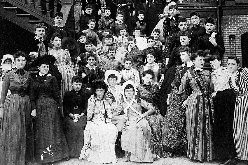 Wesleyan College students outside of campus, class of 1890